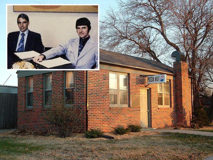 De allereerste Pizza Hut in Wichita (Kansas). Inzet: broers Dan en Frank (rechts) Carney in 1959.