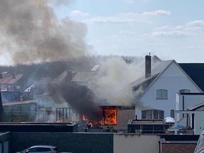De vlammen maakten het huis onbewoonbaar.