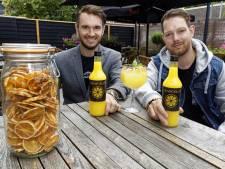 Dit is geen limoncello, maar het 'Brabantse' zomerdrankje van Glenn en Aaron