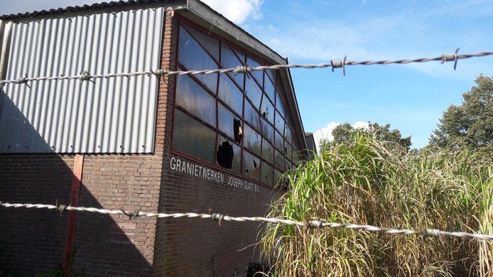 Het terrein van de vervallen steenhouwerij Glatt bij Putte is een van de locaties die dienst zou kunnen doen voor de centrale huisvesting van arbeidsmigranten.