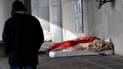 """Medewerkers CAW vangen daklozen op zonder bescherming: """"Wachten op bestelling van 10.000 mondmaskers"""""""