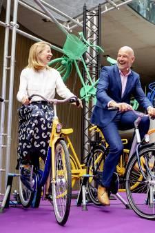 Veel lof bij opening grootste fietsenstalling van de wereld: 'Ik daag andere steden uit ons rap te overtreffen'