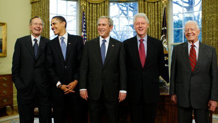 De vijf nog levende Amerikaanse ex-presidenten kwamen voor het laatste samen in het Witte Huis in 2009, toen Obama nog president was. Vlnr. George H.W. Bush, Obama, George W. Bush, Bill Clinton, Jimmy Carter.