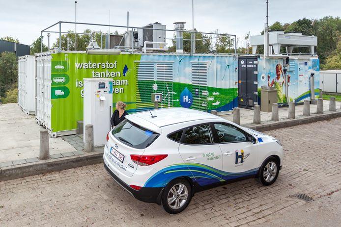 Het eerste tankstation met elektrolyse in Nederland is in 2013 in Helmond geopend.
