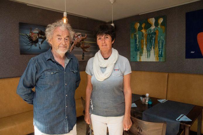 Jos en Annemie bij enkele werken in De Foute Peper.