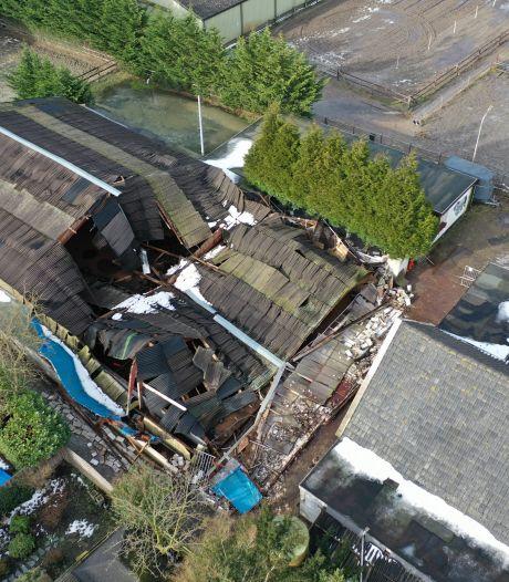 Manege Stal Esbi ontsnapt aan ramp als verkrot dak instort: 'Dit is geen reclame voor de paardensport'