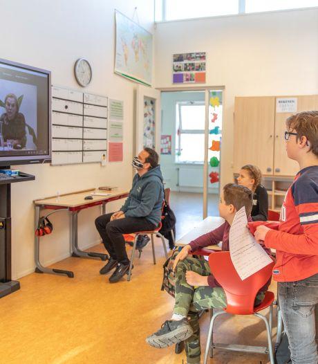 D66-lijsttrekker Sigrid Kaag tegen schoolkinderen uit 'Rillingen': 'We zijn een beetje dom hier in Den Haag'