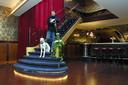 December 2001: Fred Delfgaauw in de dan gloednieuwe foyer van zijn eigen theater Peeriscoop.