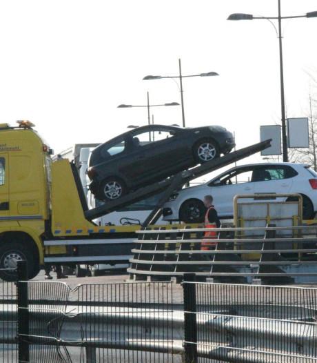 Botsing tussen twee auto's op rotonde in Rijssen