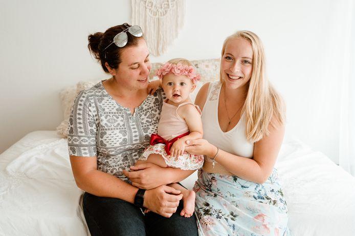 Anneleen (links), Xanthe (rechts) en de kleine Maëlle.