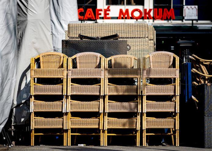 Gesloten terrassen op het Leidseplein in Amsterdam.