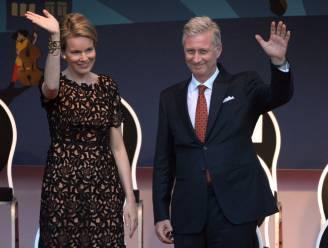 Koningspaar viert nationale feestdag met 15.000 mensen