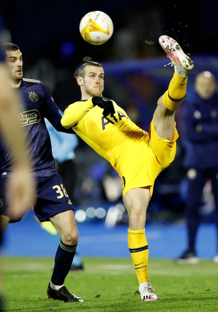 Bale maakt een omhaal in de Europa League-match tegen Dinamo Zagreb. Beeld EPA
