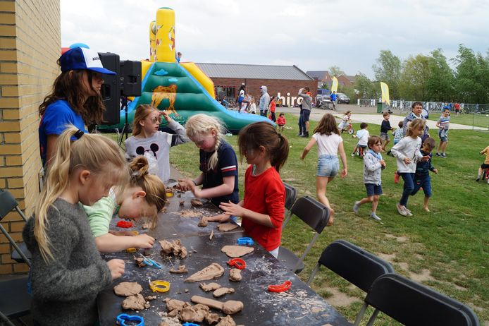 Een kleine tweehonderd kinderen tekende present op de buitenspeeldag in Lichtervelde.