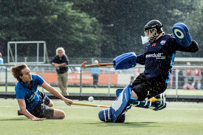 Mark Luns van Breda (links) scoorde de tweede treffer tegen HBS. (archieffoto)