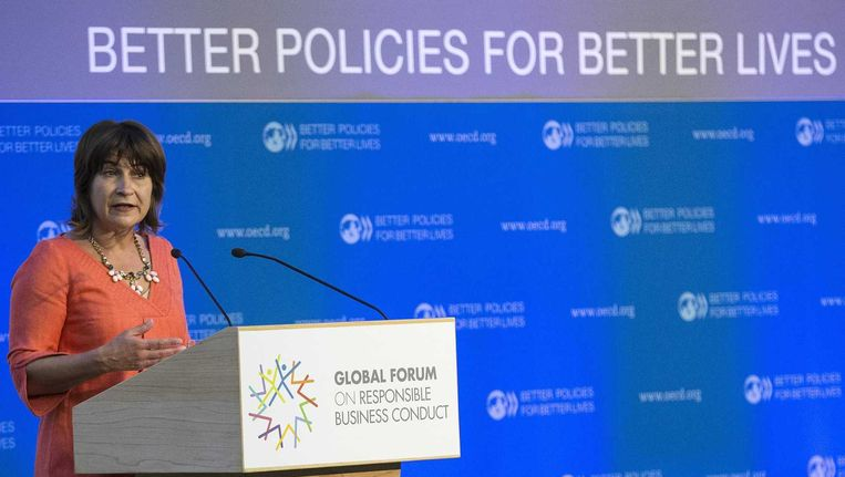Minister Lilianne Ploumen van Buitenlandse Zaken en Ontwikkelingssamenwerking neemt deel aan het OESO Global Forum in Parijs. Beeld epa