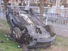 Bestuurder (20) stevent vol gas op politiewagen af, maar wijkt op laatste moment uit