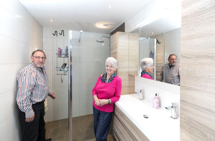 Voorbeeld van woningaanpassing van senioren in Veenendaal: een grotere, beter toegankelijke douchecel.
