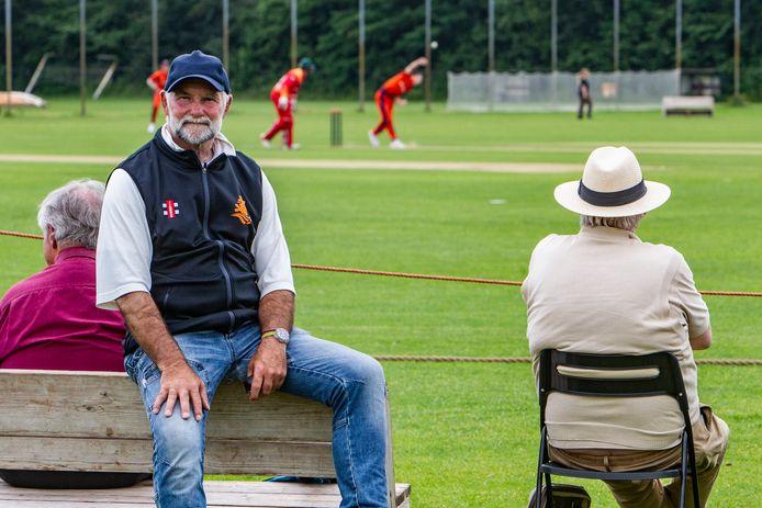 Steven Lubbers bij cricketinterland Nederland - Zimbabwe in 2019 in Deventer.