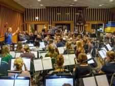 Fanfares Vollenhove en Rouveen spelen met Trijntje Oosterhuis en Danny de Munck