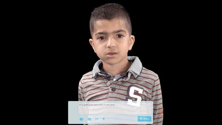 De kinderen van Anass Bendrif lezen teksten voor als 'er is geen plek voor jullie in ons land'. Beeld Screenshot