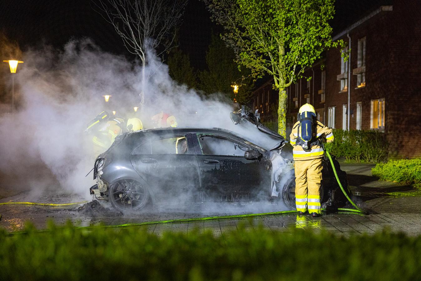 Autobrand aan de Nijerwalstraat in Stadshagen in Zwolle.