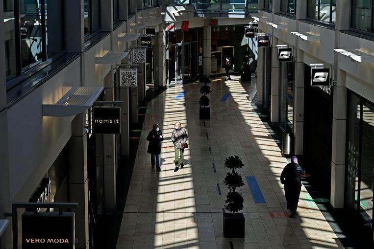 Winkelcentrum Middenwaard in Heerhugowaard, eigendom van vastgoedbedrijf Wereldhave. Dat kon de afgelopen tijd een kwart van zijn huuropbrengsten niet innen.  Beeld Olaf Kraak