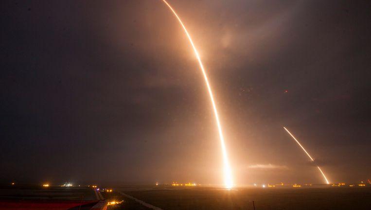 Het Amerikaanse ruimtebedrijf SpaceX heeft voor het eerst een raket laten landen Beeld epa