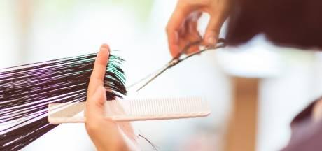 """Cet espace de coworking est dédié aux coiffeurs indépendants, les """"oubliés de la crise"""""""
