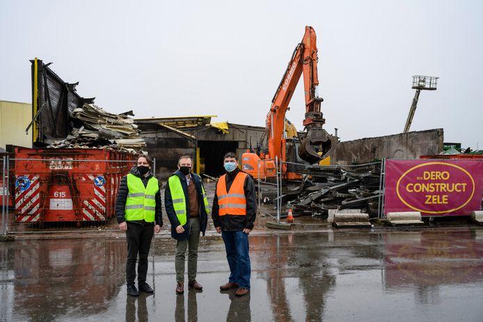 De afbraak van de huidige compostfabriek is begonnen. Over een jaar moet de nieuwe installatie klaar zijn.
