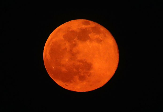 """La pleine lune de février, connue sous le nom de """"Pleine Lune des neiges""""."""