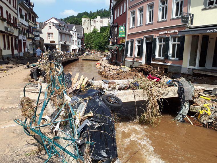 De ravage in het centrum van Bad Münstereifel is enorm na het hoogwater. Beeld Lukas van der Storm