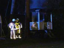 Pipowagen in Enschede in vlammen opgegaan