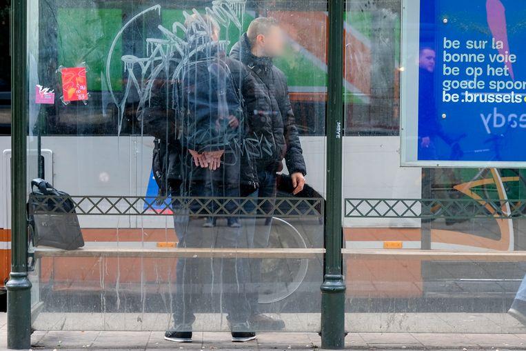 Politie in burger slaat een man in de boeien aan station Brussel-Noord.
