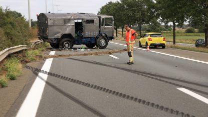 Ongeval met oldtimerkampeerwagen in Stekene