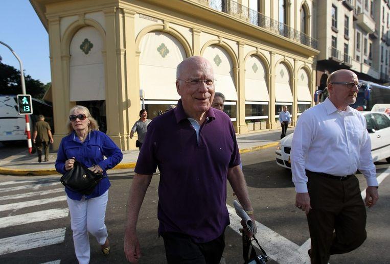 De Amerikaanse senator, Patrick Leahy (m), bezocht Cuba vorig jaar in een poging de relatie tussen de VS en Cuba te verbeteren. Hij bezocht Alan Gross toen ook. Beeld epa
