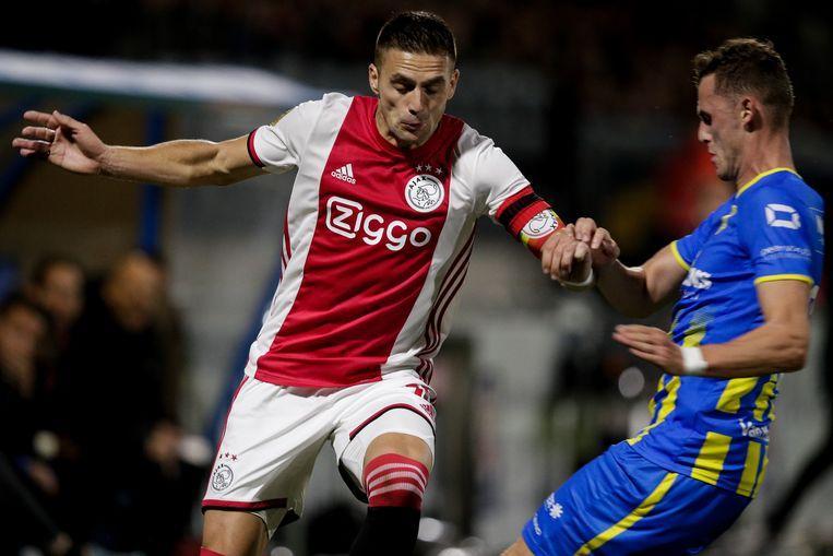 Dusan Tadic van Ajax en Clint Leemans van RKC Waalwijk.  Beeld BSR Agency