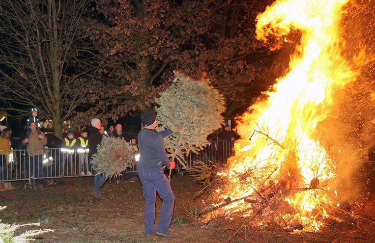 De kerstboomverbranding in Vosselaar.