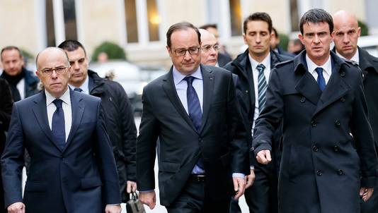 Bernard Cazeneuve, ministre de l'Intérieur, François Hollande et Manuel Valls.