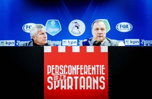 Sparta-trainer Dick Advocaat en assistent Cor Pot tijdens de presentatie in het Kasteel. Advocaat volgt de ontslagen Alex Pastoor op als hoofdtrainer van de Rotterdamse club.