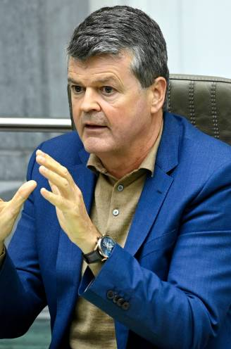 """Minister Somers: """"Coronapas op basis van Gemeentewet mag niet"""" (maar er zou wel oplossing komen)"""