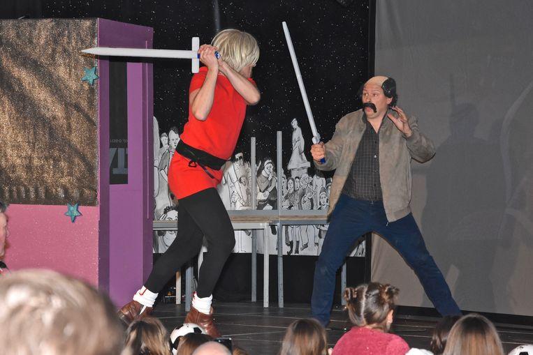 Verkiezing Prins Carnaval Gullegem - Davy Himpe in actie tijdens zijn vrij podium