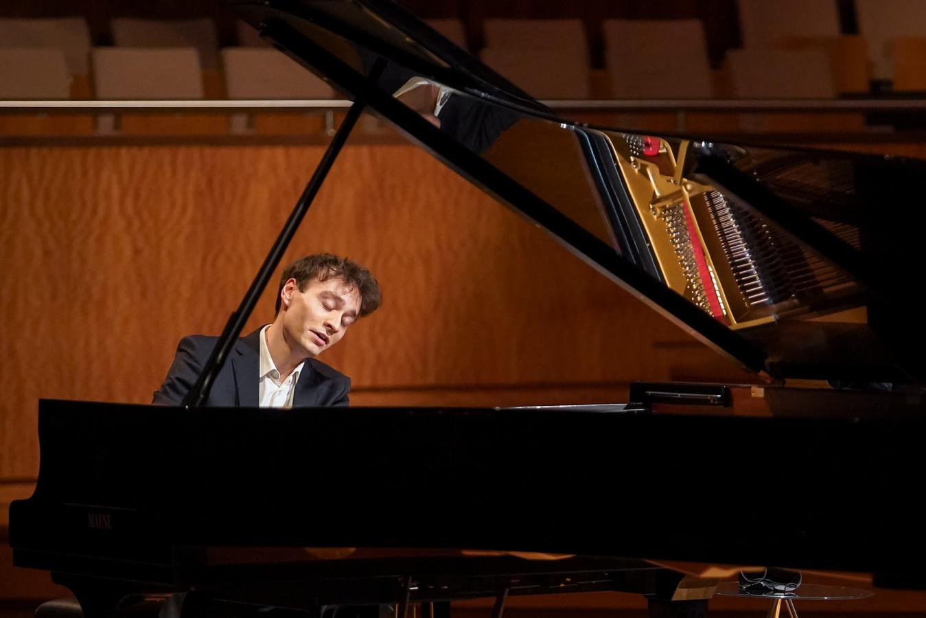 Jonathan Fournel, de winnaar van het Koningin Elisabeth Concours 2021.