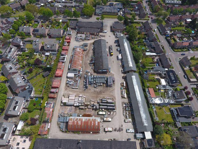 Archieffoto van het terrein van de werf van Adriaans aan de Rootakkers in Stiphout.
