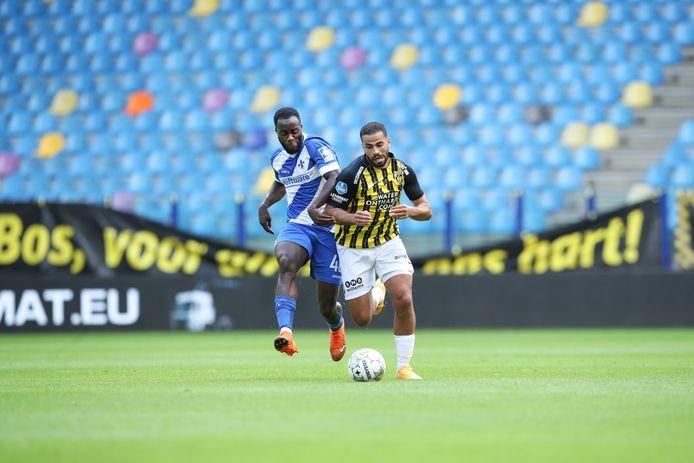Lege tribune in GelreDome bij een oefenduel van Vitesse tijdens de voorbereiding. Voorlopig zijn fans niet meer welkom vanwege de verscherpte coronamaatregelen.