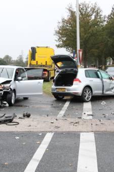Gewonde en flinke schade bij aanrijding op N350 tussen Rijssen en Holten