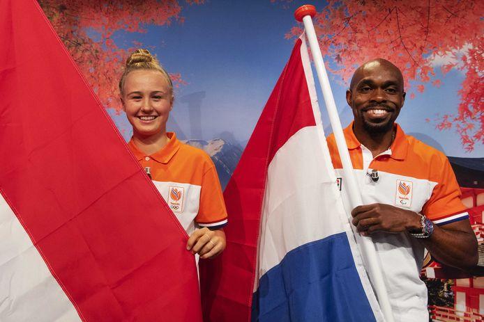 Skateboardster Keet Oldenbeuving en sprinter Churandy Martina van Team NL zijn de vlaggendragers op de de Olympische Spelen.