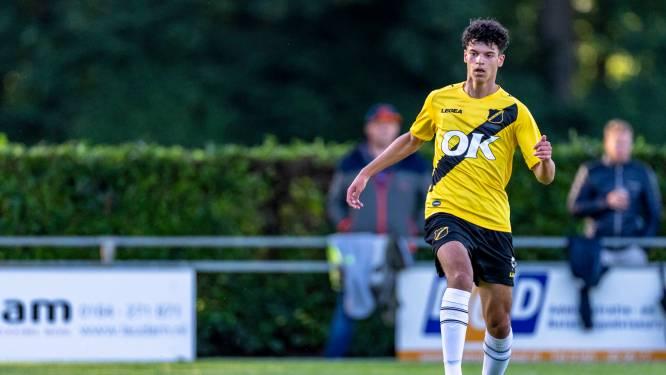 NAC-talent Mekkaoui (16) hoort bij de top van het land: 'Elke keer trots als ik dat oranje shirt zie hangen'