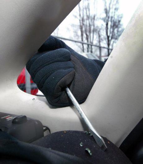 Navigatiesystemen en airbags buitgemaakt bij minstens tien inbraken in Boxtel-Oost: 'Een waardeloze actie'