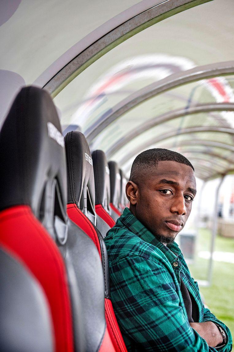 Uitgescholden voetballer Mendes Moreira: 'Het is zo'n raar gevoel. Alsof de hele wereld achter je aan zit' - Volkskrant
